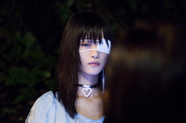 モデルとして活躍する阿知波妃皇は眼帯の少女・雪乃役に