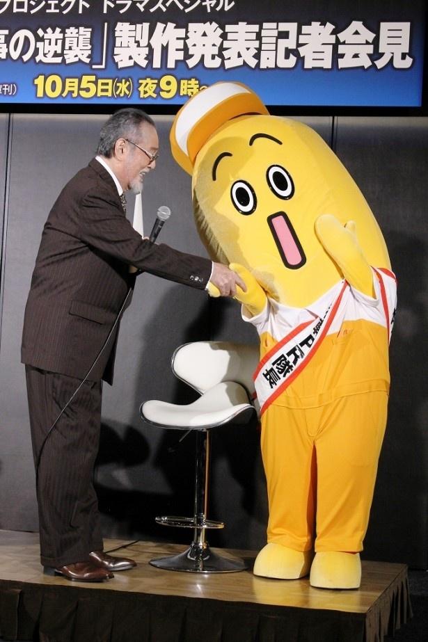 仲代に握手をおねだりしたナナナ