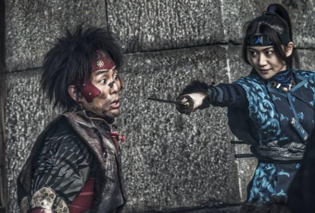 【写真を見る】中村勘九郎と大島優子との共演シーン