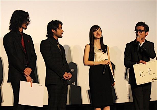 【写真を見る】山田孝之と綾野剛が、スベった藤森慎吾を冷たい目で見つめた