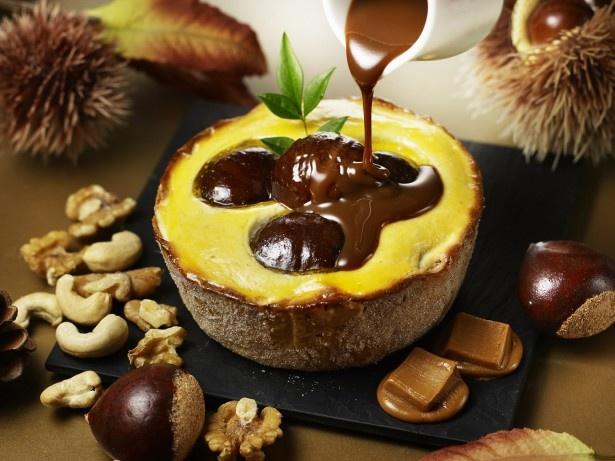 【写真を見る】チーズタルトにビターキャラメルソース、渋皮栗の組み合わせは大人の味わい