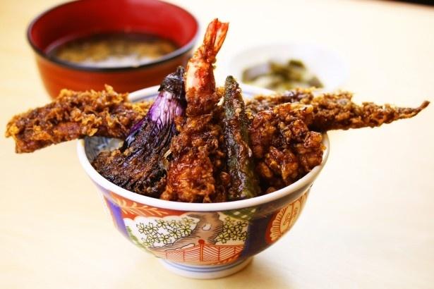 神奈川県代表は自慢の黒タレで小田原の食材を堪能できる、じねんじょ蕎麦九十九の「小田原 黒天丼」