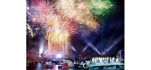 年が明けた瞬間に花火が打ち上げられ、盛大に新年をお祝い!忘れられないカウントダウンに