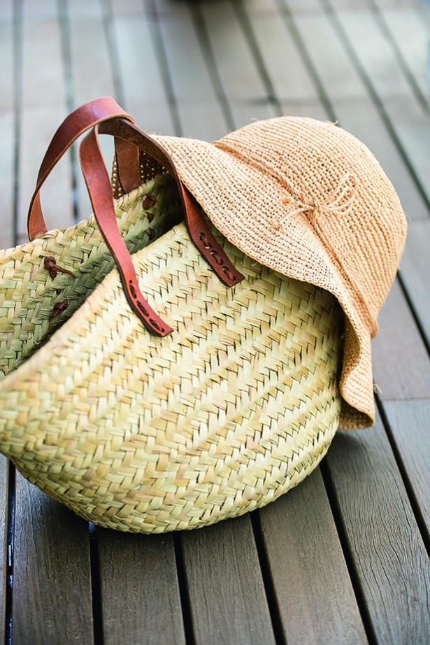 夏に活躍してくれた麦わら帽子とバッグ。収納前には汚れをしっかり落として