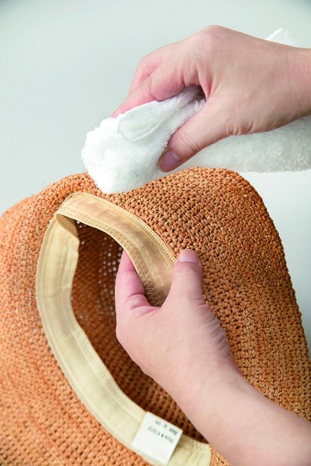 内側は、洗剤液で絞ったタオルでたたき拭き→清め拭き