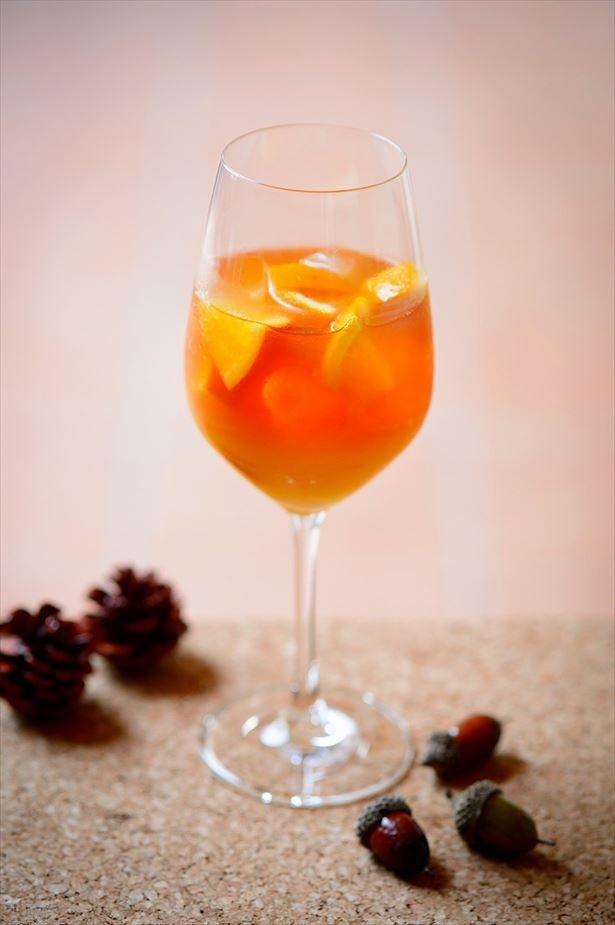 オリジナルティーのロマンスブレンドにフレッシュなオレンジを組み合わせた「ラディアント・オレンジ」(1000円)