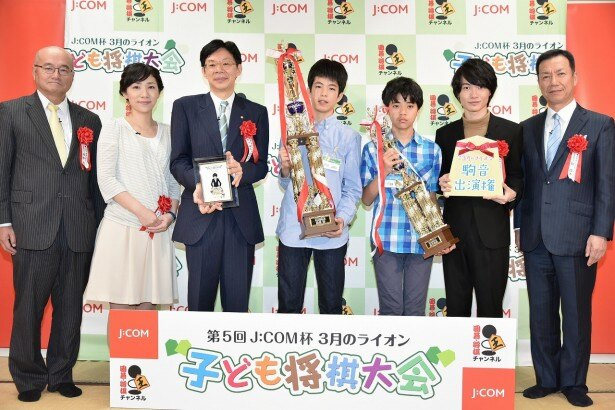 神木は「桐山零は、小さい頃から将棋を指しているキャラクターだったので、手つきは勉強しました」と語る