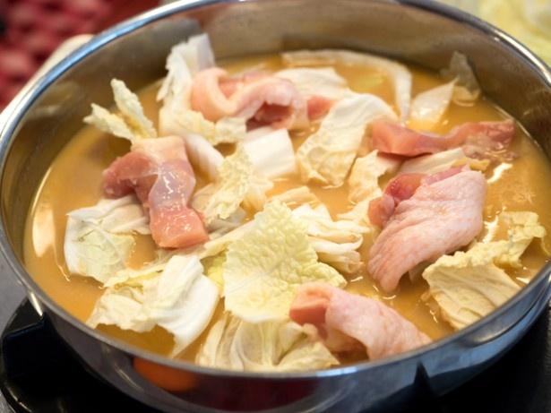 鶏はモモ肉を70gくらい使用する
