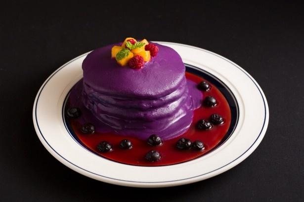 インスタなどのSNSに投稿したくなるインパクト大なパンケーキ「ハロウィンスペシャルパンケーキ」(税抜1400円)