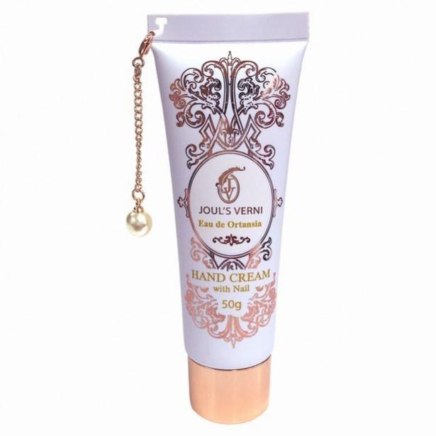 ハンドクリームwithネイル「オーデオルタンシア」の香りは、「みずみずしく咲くあじさい」をイメージ。控えめで上品なフローラルの中に、落ち着いたアーバンムスクが香る