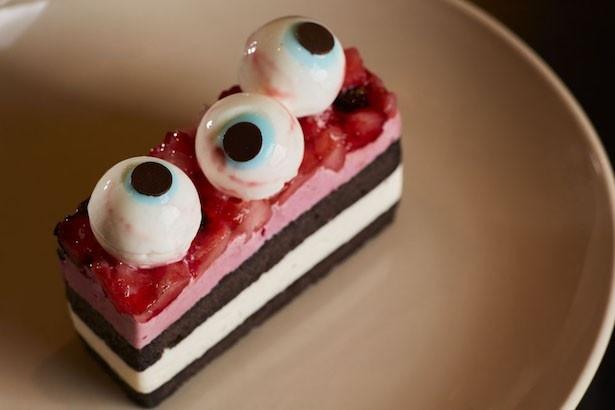 3つの目玉にまるで見つめられてるかのよう「ベリーのハロウィンアイケーキ」