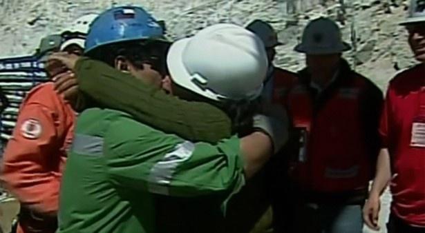 「チリ鉱山落盤事故」で、世界中から注目された三角関係…