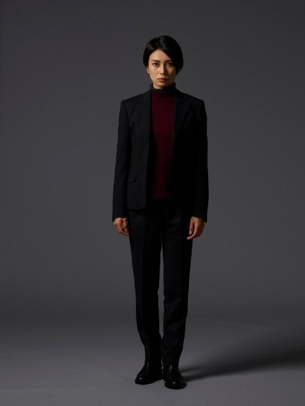 柴咲コウは母の顔も知らず、父と同じく刑事の道を歩む大門真由を演じる