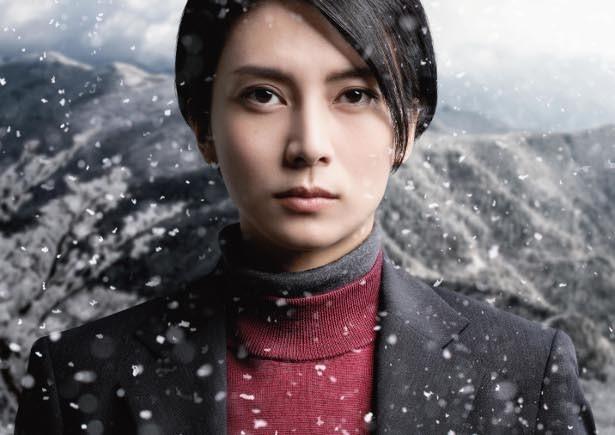 真由(柴咲)は、釧路と札幌、青森にまたがる連続殺人事件の真相を追う
