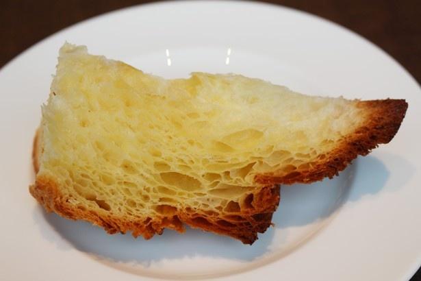 バターがジュワッと染み出す、ふわふわなブリオッシュ生地