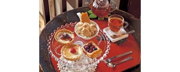 約40種類の紅茶や手作り焼き菓子付きの「アフタヌーンティーセット」(1080円)/町家紅茶館 卯晴