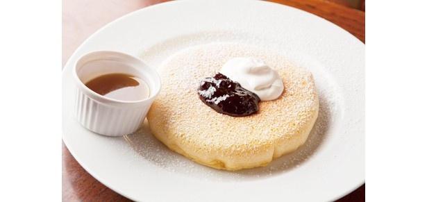 なめらかな口溶けの「パンケーキ」(880円~)を特製ソースと共に堪能しよう/Cafe Rhinebeck