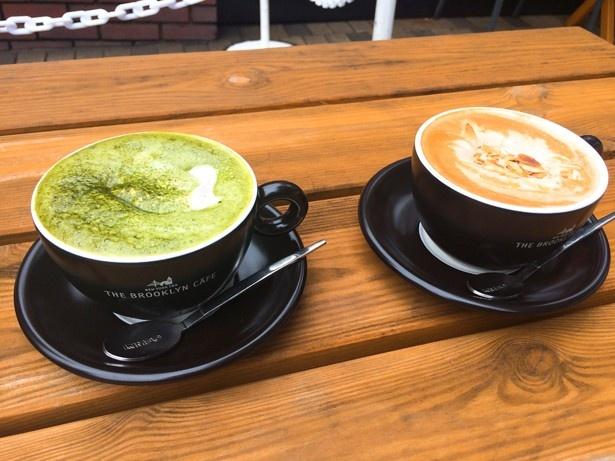 あずきバーホイップ抹茶ラテ(左)、あずきバーキャラメルナッツホイップラテ(右、各519円)。2倍に濃縮したあずきバーと生クリームで作ったAZUKIホイップクリームをのせた