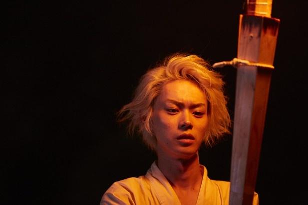 神主一族の跡取りで、独特の雰囲気を持つコウを演じた菅田将暉