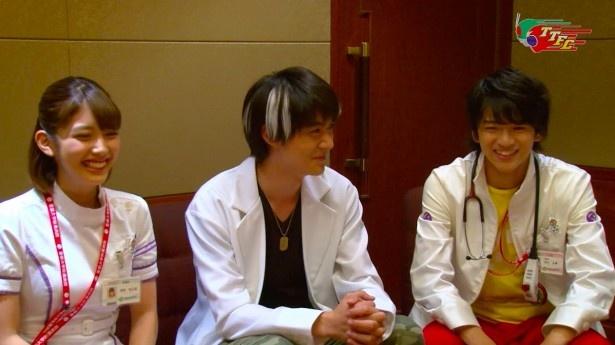 トークを展開する松田るか、松本享恭、飯島(写真左から)