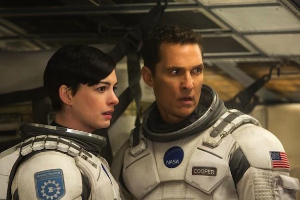 【写真を見る】映画「インターステラー」は、愛娘を地球に残し宇宙の彼方へと旅立った父と娘の絆の物語