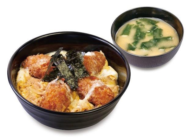 さくさくカキフライとふんわり卵が絶妙な食感の「カキフライ綴じ丼」(650円)