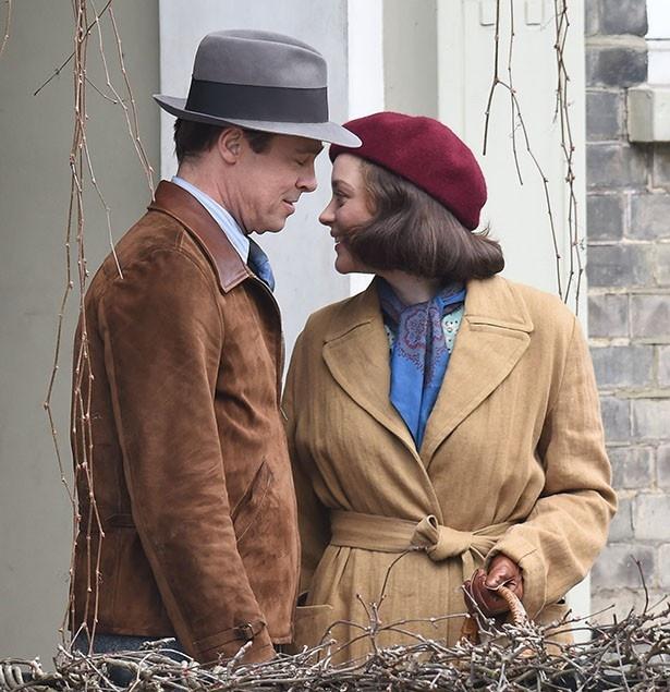 【写真を見る】撮影現場でのブラッドとマリオン