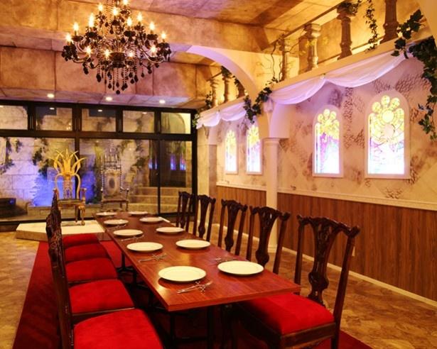 「宮殿のフロア」エリア。ランチ・ディナーのどちらの時間帯でも2時間半の貸切が可能!