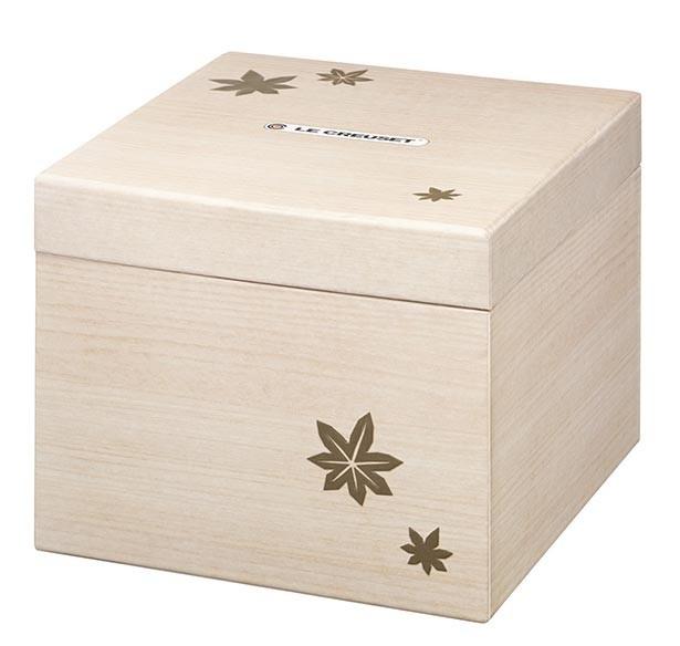「ドンブリ モミジ」を入れ限定ボックスは木箱をイメージ