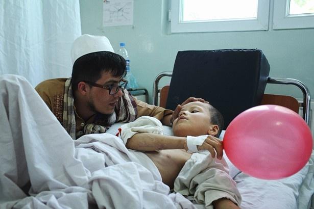 痛ましい写真の数々から、紛争地の現状を読み解けるようになっている