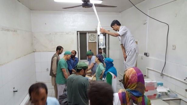 国境なき医師団スタッフたちの姿も写し出されている