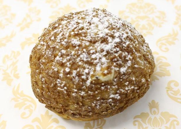 「メニーマロンシュー 」(380円)は、渋谷店限定販売。クッキーシューのおいしさも魅力!