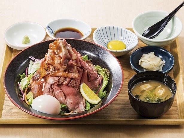 「特盛り炙りローストビーフ丼膳」(税抜1699 円)