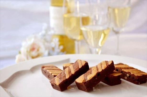 フランス産ワインの味わいが楽しめる「デザートワインブラウニー」(10本入1296円)