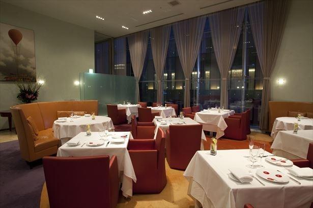 【写真を見る】伝統的なイタリア料理に四季折々の食材を取り入れた「ファロ資生堂」