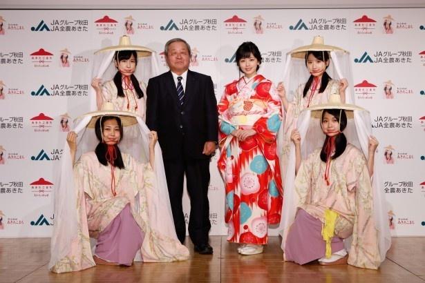 【写真を見る】小芝は新CM発表会で秋田美人たちと共演!