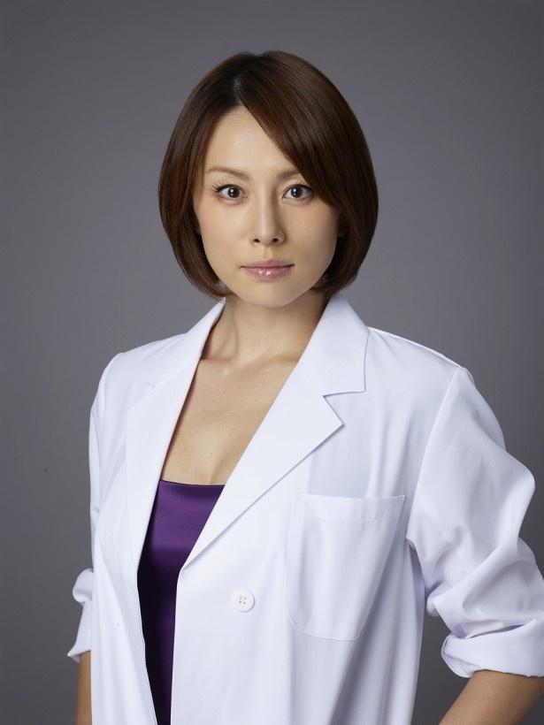 「ドクターX~外科医・大門未知子~」で主人公の外科医・未知子を演じる米倉涼子