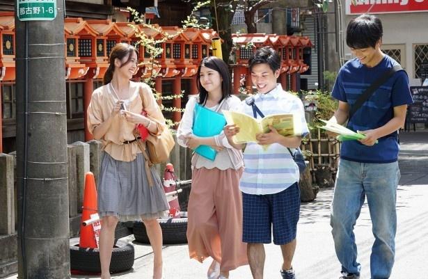 娘の佑子(川島)は、地元である円頓寺商店街を盛り上げるため友人と企画を立てる