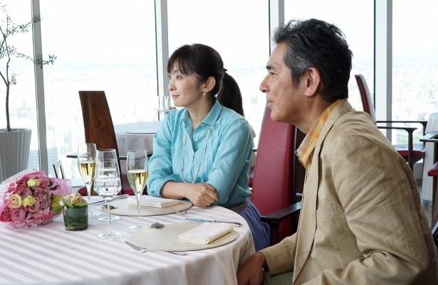平凡で穏やかな深谷夫妻。家庭には何の不満もない桜子(斉藤)だが、どこか物憂げな眼差し