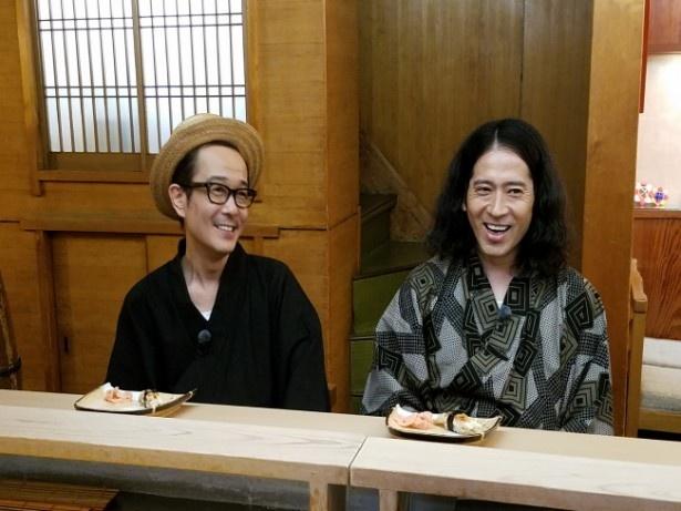 又吉直樹とリリー・フランキーが京都へ。すし店では文壇トークで盛り上がる(写真右から)