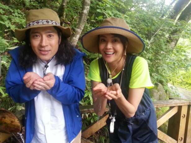 観月ありさ(右)とはユネスコ世界遺産・白神山地を訪れる