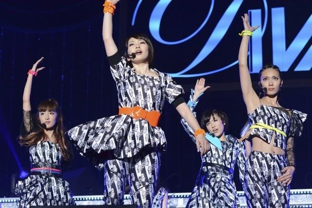 10月16日(日)昼1時には、AKB48初のダンス&ボーカルユニット・DIVAのプレミアム解散ライブを放送