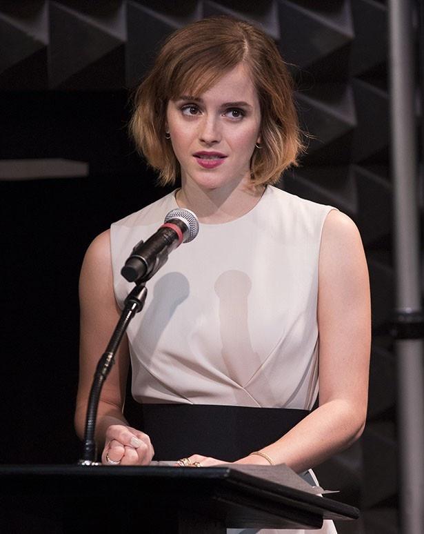 エマは大学内での性暴力問題について演説を行った