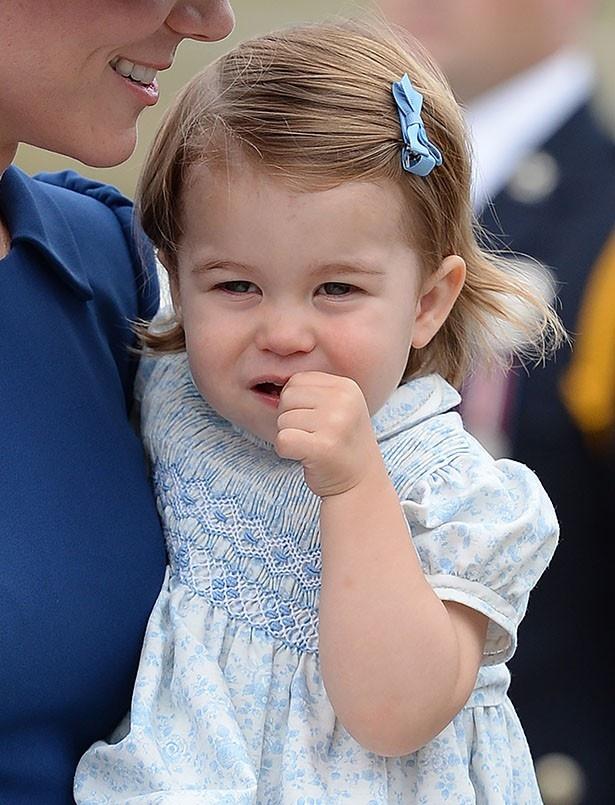 シャーロット王女のファッションにも注目が集まっている