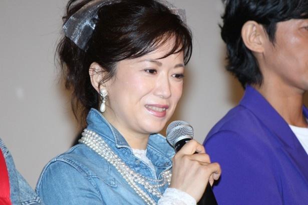 和久井映見はバンドガール風の衣装で登場した