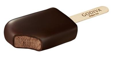 昨年好評で完売した「ゴディバ チョコレートアイスバー ダブルチョコレート」(350円)は11月1日(火)からゴディバ専門店で発売