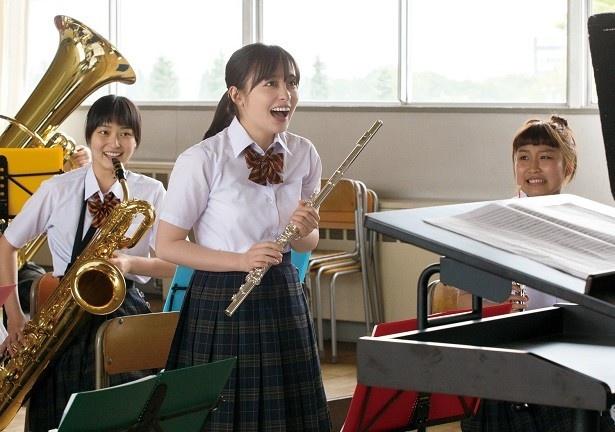 吹奏楽部で練習を楽しむチカ