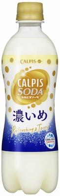 【写真を見る】通常のカルピスソーダの2倍の乳成分を含み、隠し味にはちみつを加えた「『カルピスソーダ』濃いめ」(希望小売価格・140円)10月25日(火)発売