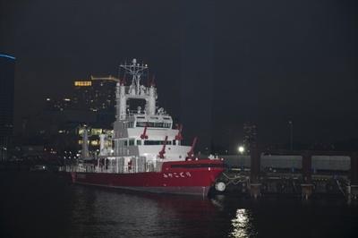 臨港消防署。前に停泊しているのは消防艇4代目「みやこどり」