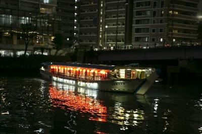 幻想的な雰囲気の屋形船